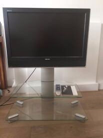 """Toshiba regza 32"""" with stand and remote"""
