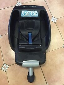 Isofix base (car seat not included)