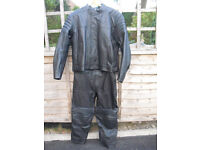 2 PIECE MOTORCYCLE/MOTORBIKE LEATHER JACKET AND TROUSERS - BRAND NEW