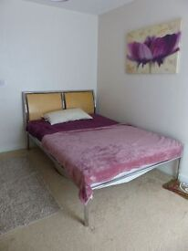 A lovely spacious double room located in Wembley central in a family flat.