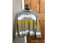 LOVELY JUMPER SIZE 10-12 ONLY BEEN WORN TWICE - EXCELLENT CONDITION