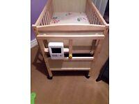 Automatic swinging crib