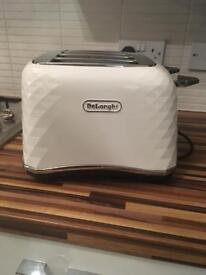 Delonghi brilliante white toaster 4 slices
