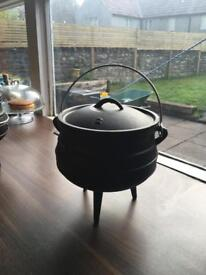 Size 2 Dutch/potjie pot
