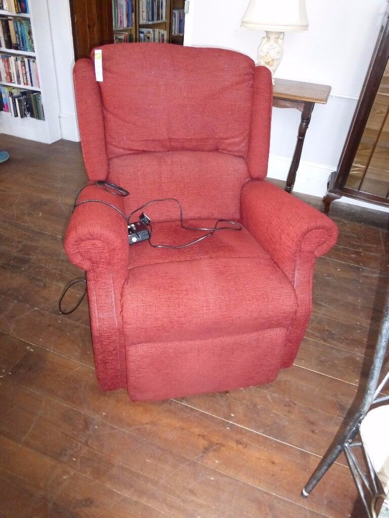 A rose red electric recliner. 19/10