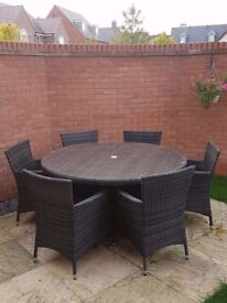 Large outdoor garden / patio rattan round table & 6 chairs