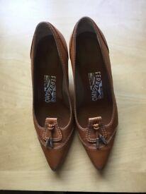 Salvatore Ferragamo size 2 ladies court shoe, tan leather