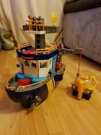 Imaginex boat with submarine