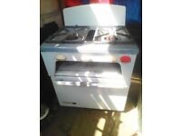 SMALL WHITE CARAVAN GAS COOKER 2 RINGS OVEN AND GRILL