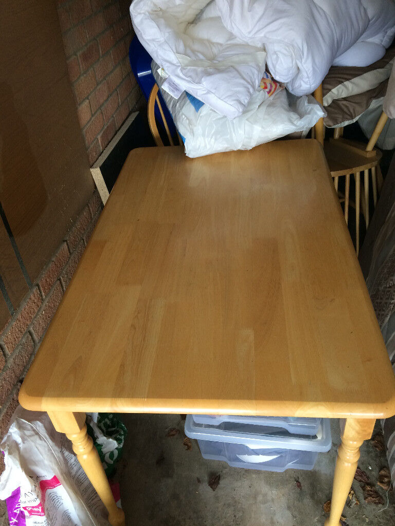 Pine Dining Table Plus 4 Chairs VERY GOOD CONDITION