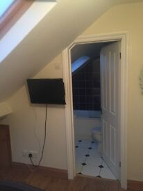 2 ensuite rooms for rent asap