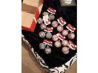 BRAND NEW SELECTION OF 16 CHRISTMAS BAUBLES