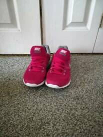 Nike running trainers size 5