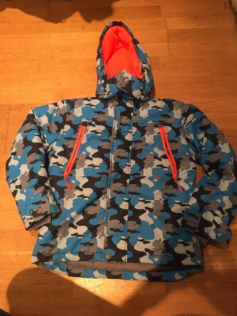 Kids ski wear - 2 jackets and 2 pairs of trousers. Will sell separately. Offers accepted