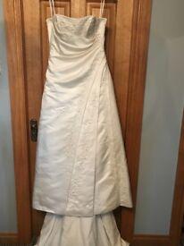 Ivory wedding dress for sale. Size 10
