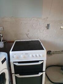 Beko white cooker