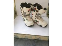 Mens Snowboard Boots by VANS in white size 8 UK ( 42 ) used