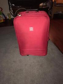 Go explore suit case £10 Ono pink red colour