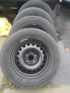 LIKE BRAND NEW FORD EDGE  HIGH PERFORMANCE DOUBLESTAR  WINTER TIRES 235 / 65 / 17 ON STEEL RIMS