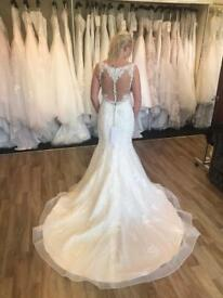 Beautiful Sincerity lace wedding dress size 12