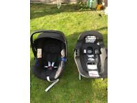 Britax Romer BABY-SAFE i-SIZE and compatible i-SIZE isofix base