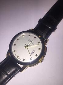 Gucci Swiss made leather watch with dates