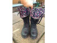 Dr Martens Womens Triumph 1914 Boots. Size uk 5