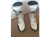 Men's Alpine stars motorbike boots size 7. Euro size 41