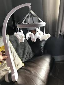Mamas and papas welcome to the world musical cot mobile