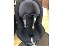 Isofix base and maxi cost pebble seat