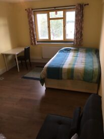 Double bedroom all bills included near Shadwell/Commercial Road available now