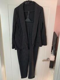 Pin striped trouser suit / black size 12
