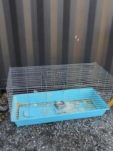 "OAKVILLE 905 510-8720 LARGE PET CAGE 40"" X 17"" X 13""  Rabbit Guinea pig ferret EXCELLENT CONDITION BEST OFFER OBO"