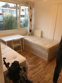 Share room in Parsons Green, 7min walk to station