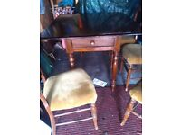 Drop leaf table /4 chairs
