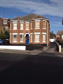 Great Flat, own kitchen, shower room, Parking. No Deposit required. Lower Parkstone
