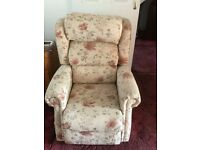 Riser/recliner Mobility chair