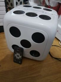 DICE CUBE IPOD DOCK
