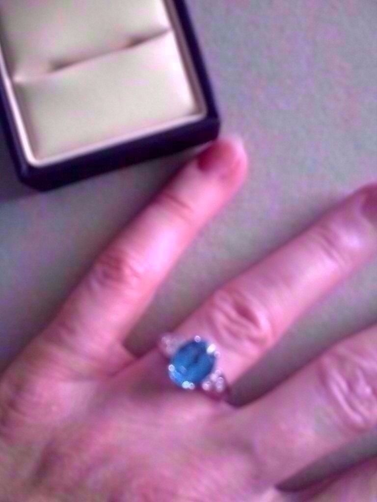 STUNNING 9CT WHITE GOLD LARGE BLUE TOPAZ SOLITAIRE & DIAMOND RING ...
