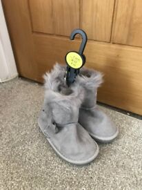 Girls grey boots