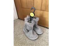 Girls grey boots