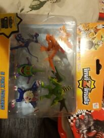 Invizimals 5 figures (unopened)