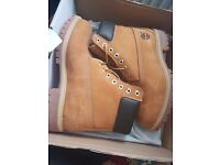 *NEW* Timberland Boots Premium Boxed 7.5 , Brown