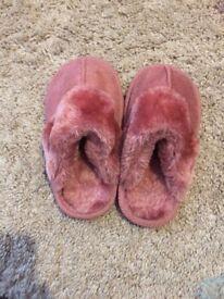 Girls slippers 9-10