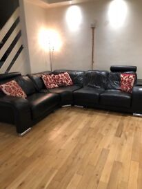 Black leather corner sofa with chaise lounge & coffee table