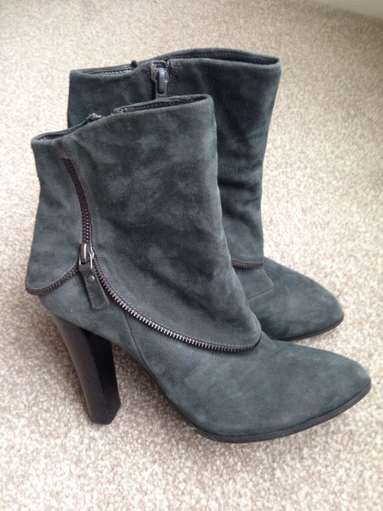Autograph Marks and Spencer size 5 grey suede boots