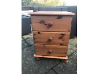 Small chest of drawers/bedside table