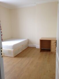 A spacious king size room to rent in forest gate e7 including Bills