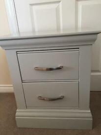 GORGEOUS HEAVY QUALITY GREY BEDSIDE DRAWERS