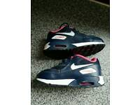 kids pink nike trainers size 7.5 hardly used like new
